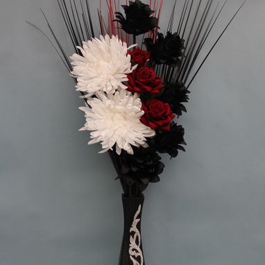 Black Fake or artificial flowers and floral arrangements